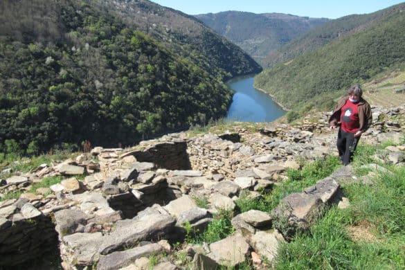 El arqueólogo que persigue a los santos fugitivos por la ribera del Sil