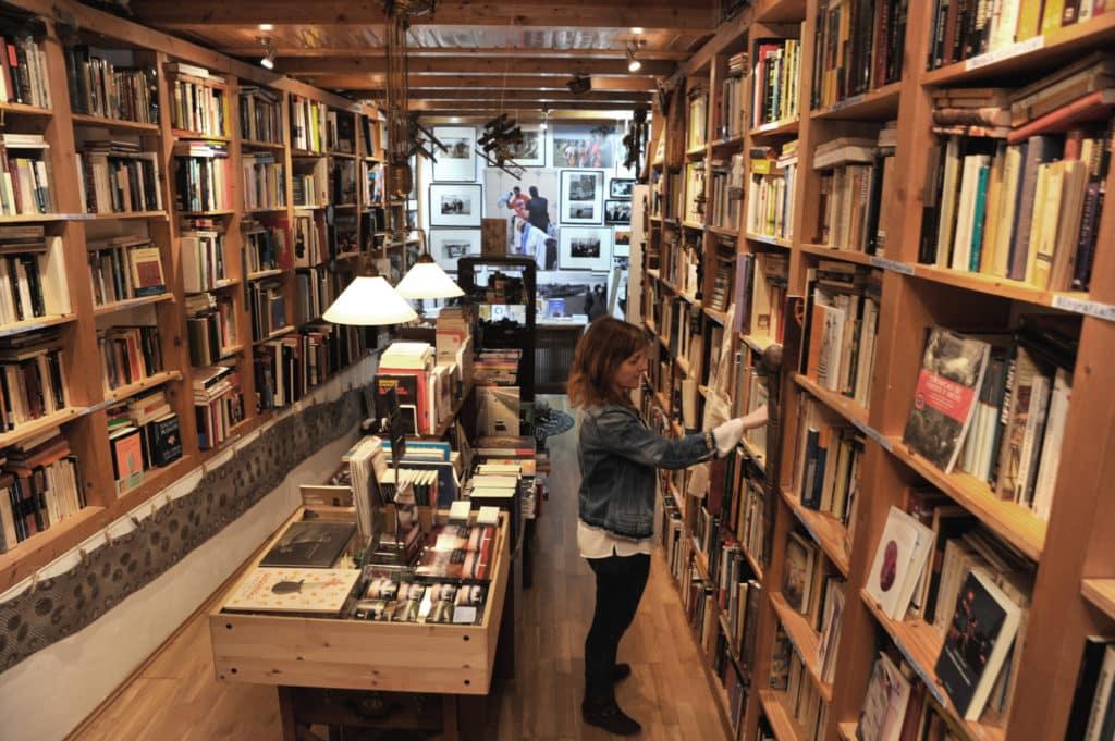 Tamara Crespo en su librería Primera Página en Urueña
