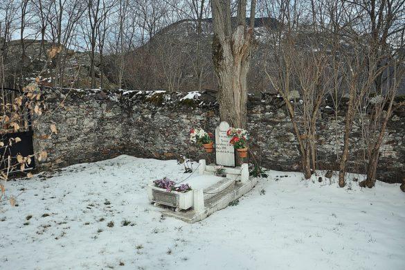 Bausen, el pueblo con el cementerio más pequeño de España