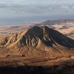 Fuente: ##http://commons.wikimedia.org/wiki/File:Tindaya_Fuerteventura_2013_A.jpg##Jose Mesa##
