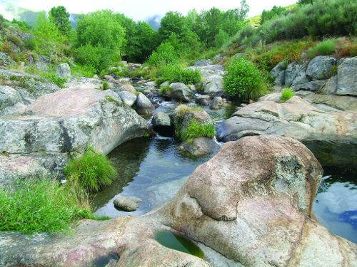 Piscinas naturales en extremadura for Escapada rural piscinas naturales