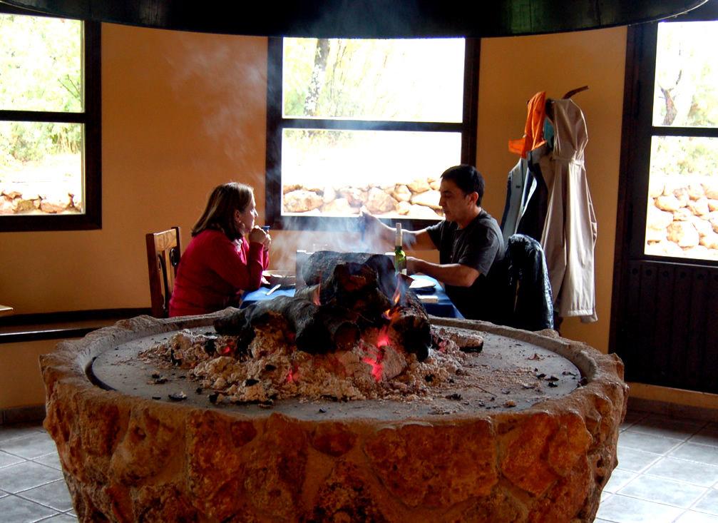 Casas rurales libres para el puente de todos los santos for Casa rural con chimenea asturias
