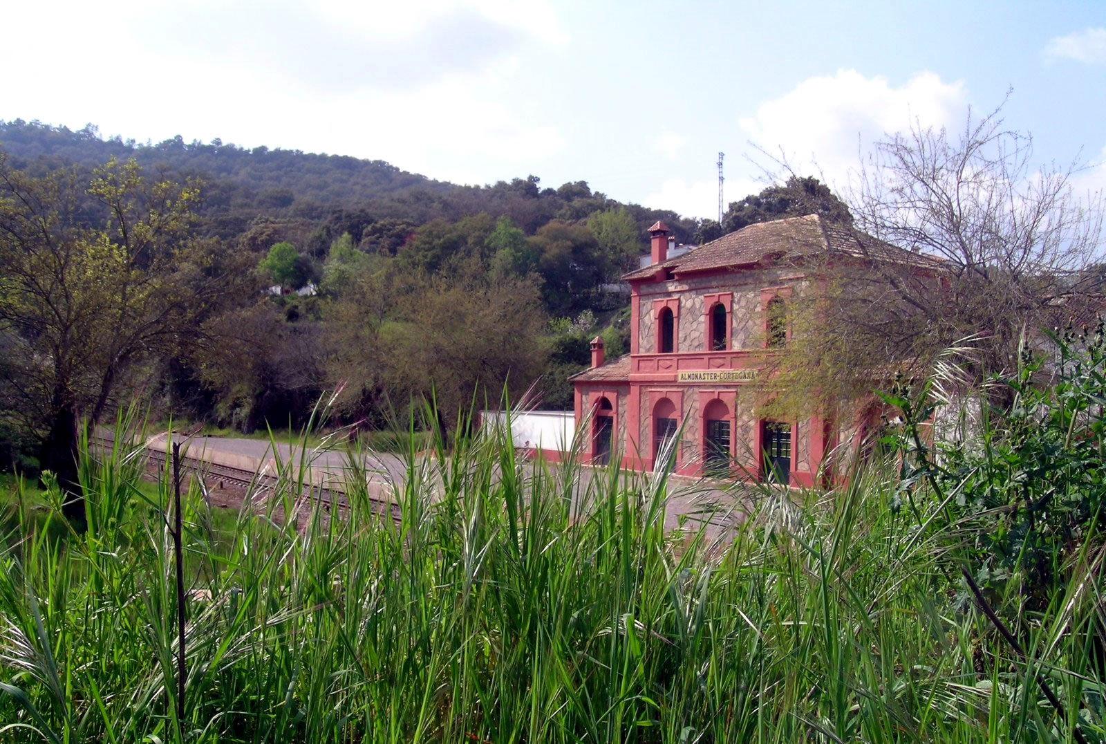 Estaciones de tren convertidas en casas rurales - Fotos casas rurales con encanto ...