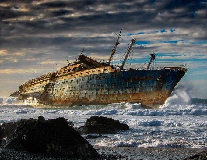 American star varado en la Playa de Garcey