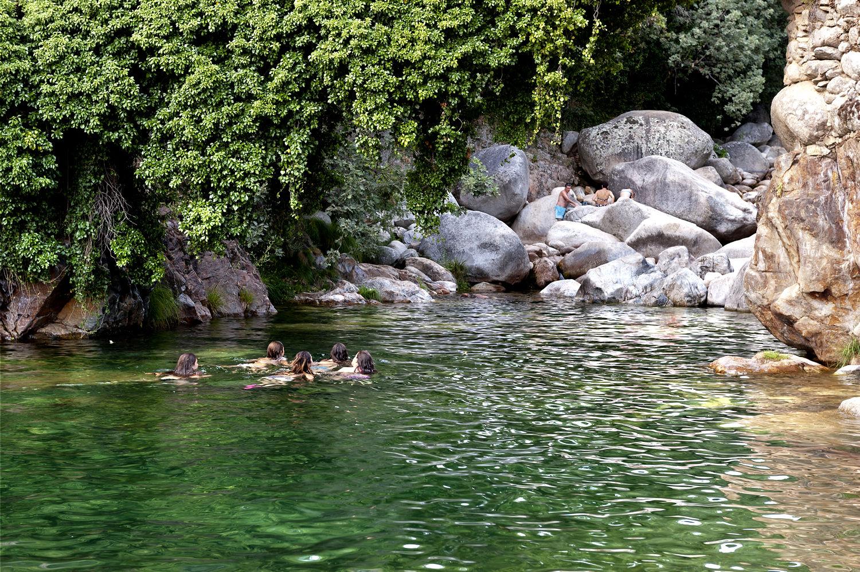 10 propuestas para ponerse en remojo en extremadura for Escapada rural piscinas naturales
