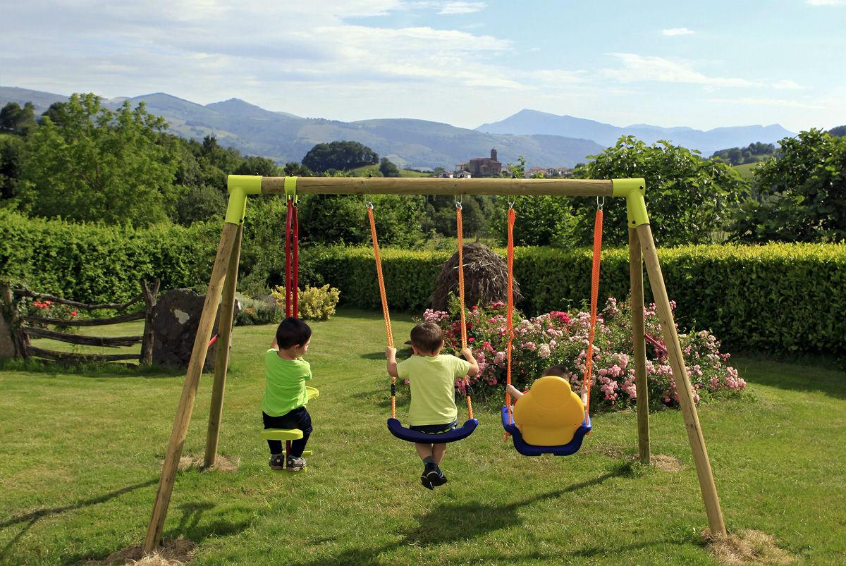 20 casas rurales con su propio parque infantil for Casa de jardin ninos
