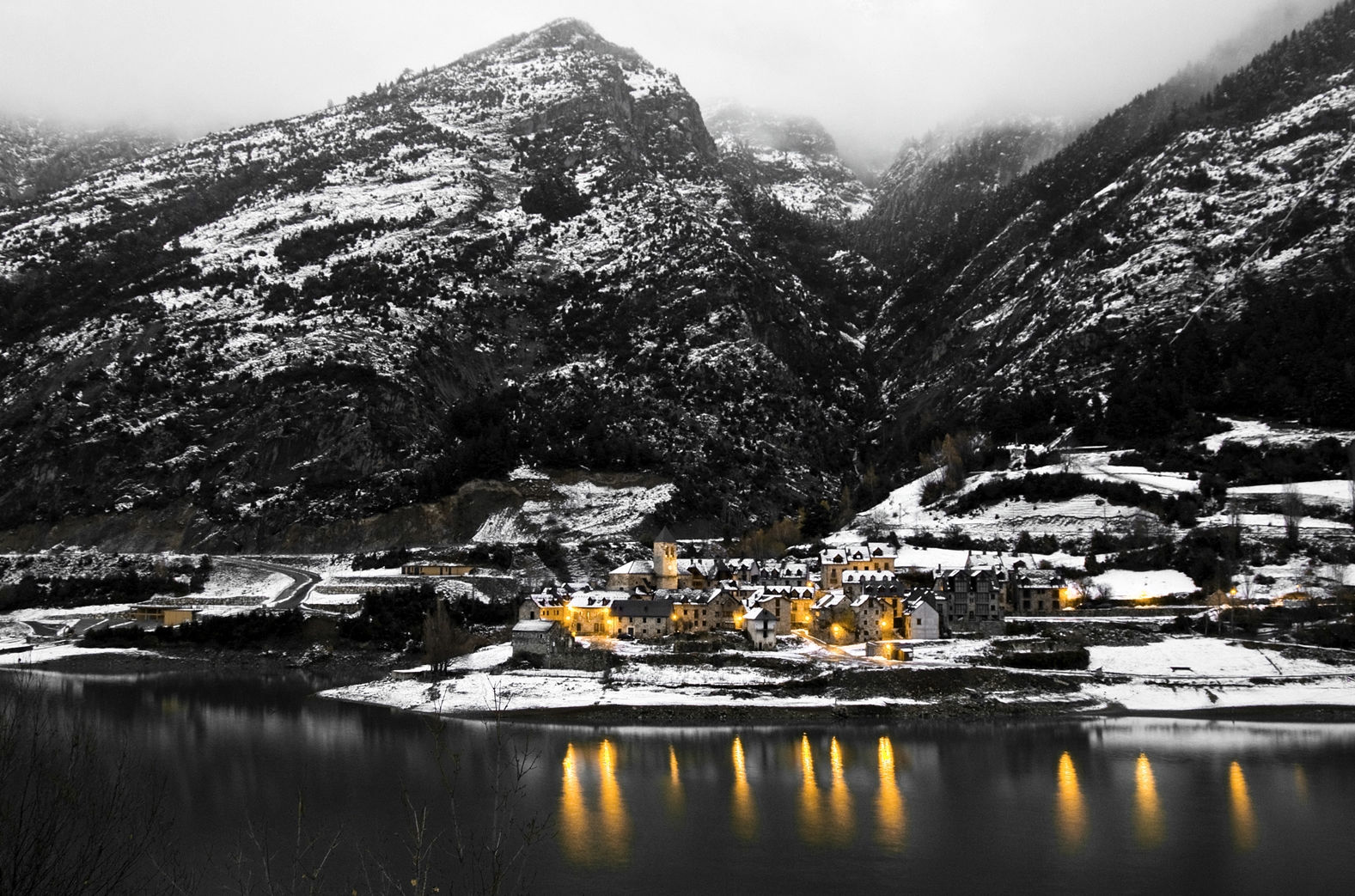 Curiosos pueblos de España situados en lugares sorprendentes Lanuza-en-Huesca-2