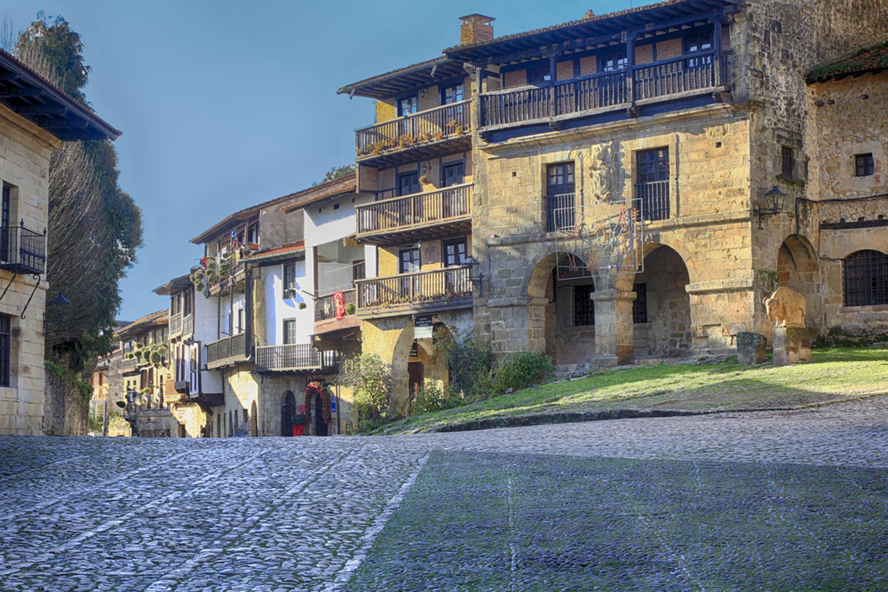 El encanto de santillana del mar for Casas de pueblo en cantabria