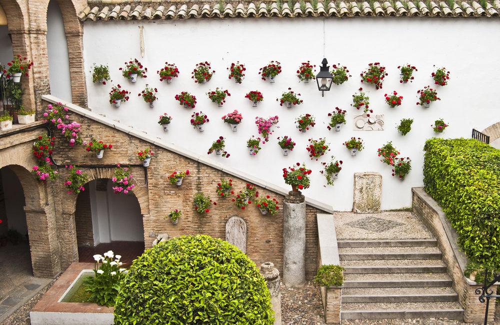 30 fotos para enamorase de los patios cordobeses - Fuentes para patios ...
