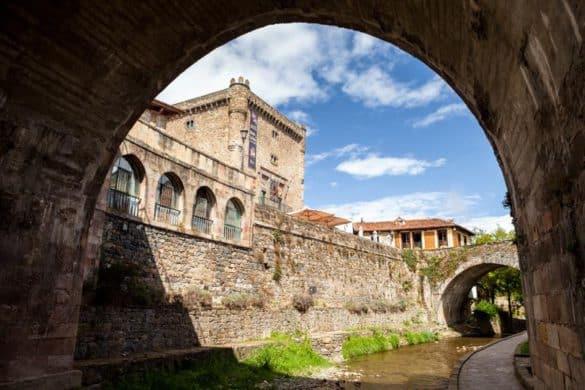 Potes, puerta a los Picos de Europa en Cantabria