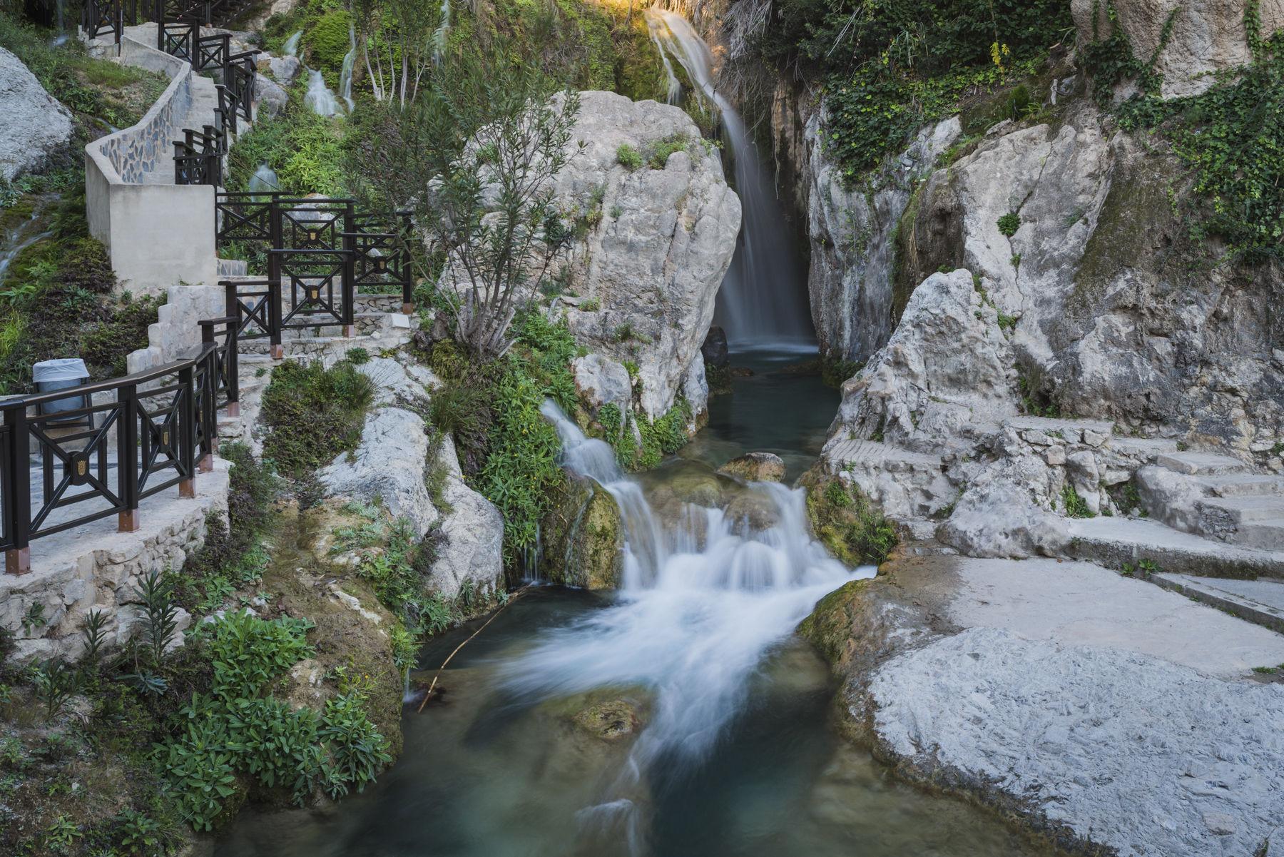 9 fotos para desear chapotear en las fuentes del algar for Piscinas naturales alicante