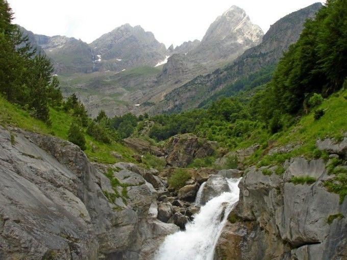El río que recorre el Valle de Pineta