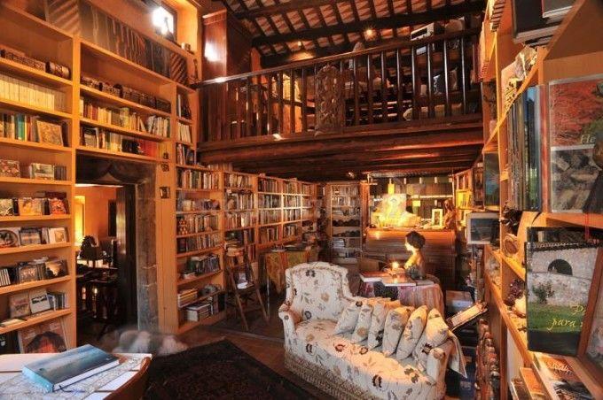 Biblioteca de la casa rural Las Moradas del Unicornio.