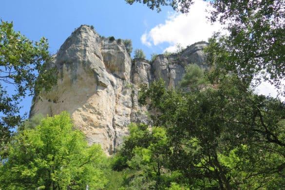 Hoz de Beteta y Mata Asnos: tilos centenarios y cañones de piedra