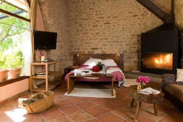 Casas rurales con chimenea en la habitación