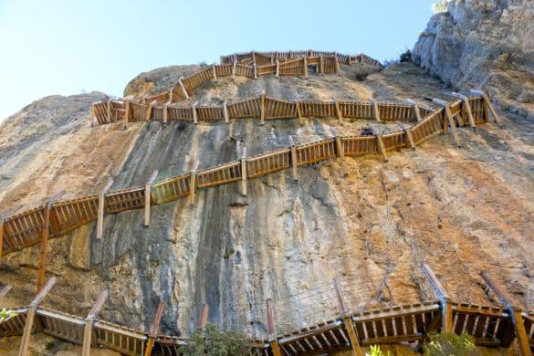 La ruta del vértigo: las escaleras acantiladas de Montfalcó