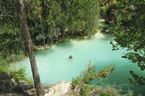 Cómo darse un chapuzón fresquito y turquesa en Cuenca: las Chorreras del Cabriel