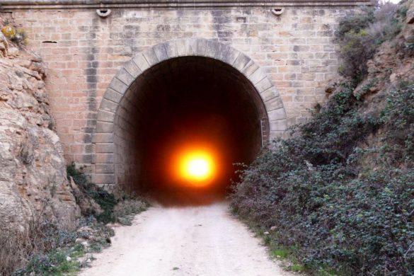 El túnel de Valdealgorfa (Teruel), por donde cruza el sol cada equinoccio