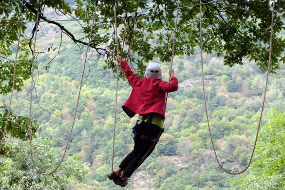 Tirolinas, puentes y diversión: 10 parques de arborismo en Cataluña