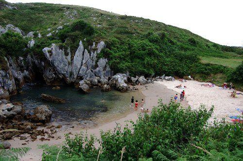Aparecen y desaparecen: las playas de Gulpiyuri y Cubijeru