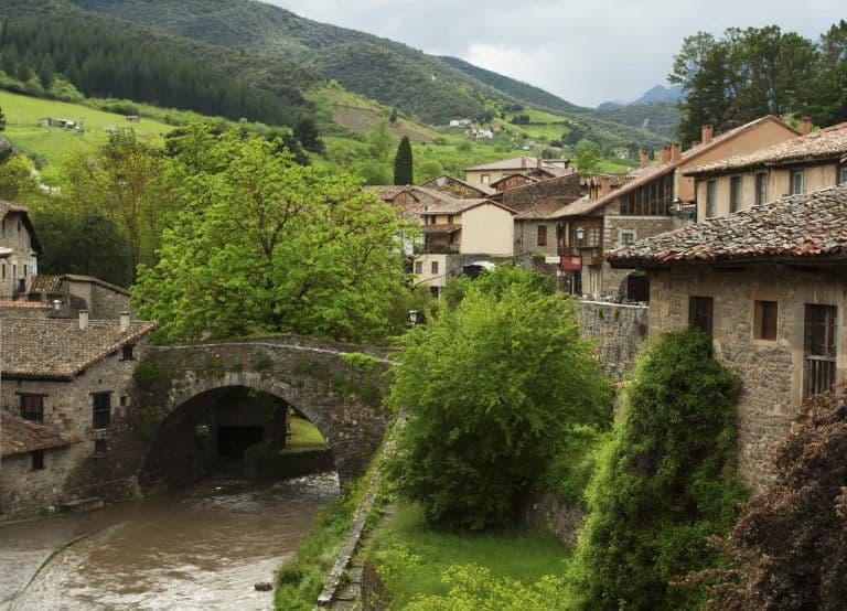 Potes Puerta A Los Picos De Europa En Cantabria