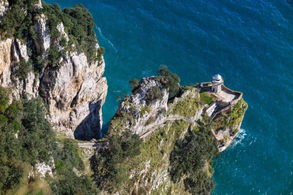 Más de 700 escalones para llegar al Faro del Caballo
