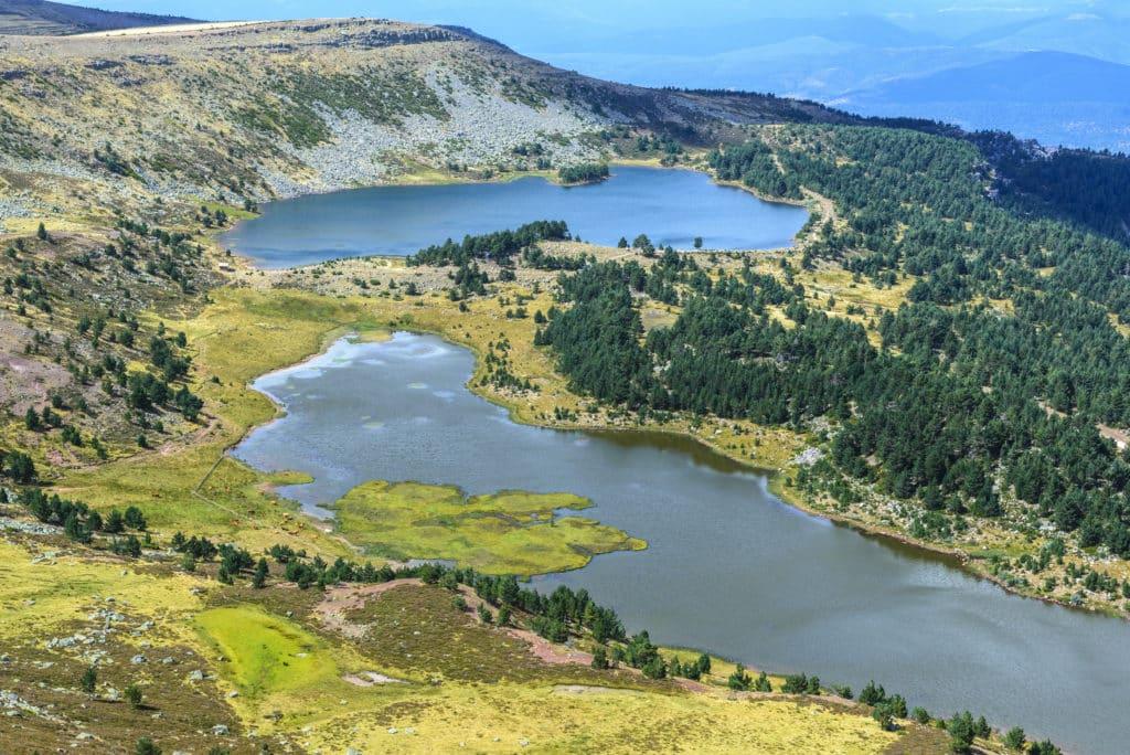 Lagunas Negra y Larga en el Parque Natural de las Lagunas de Neila, Burgos (España)