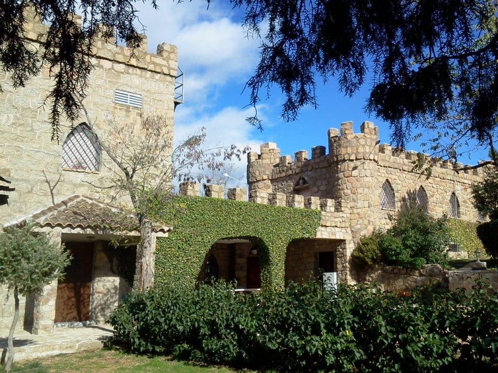 Castillo de La Isla del Burguillo