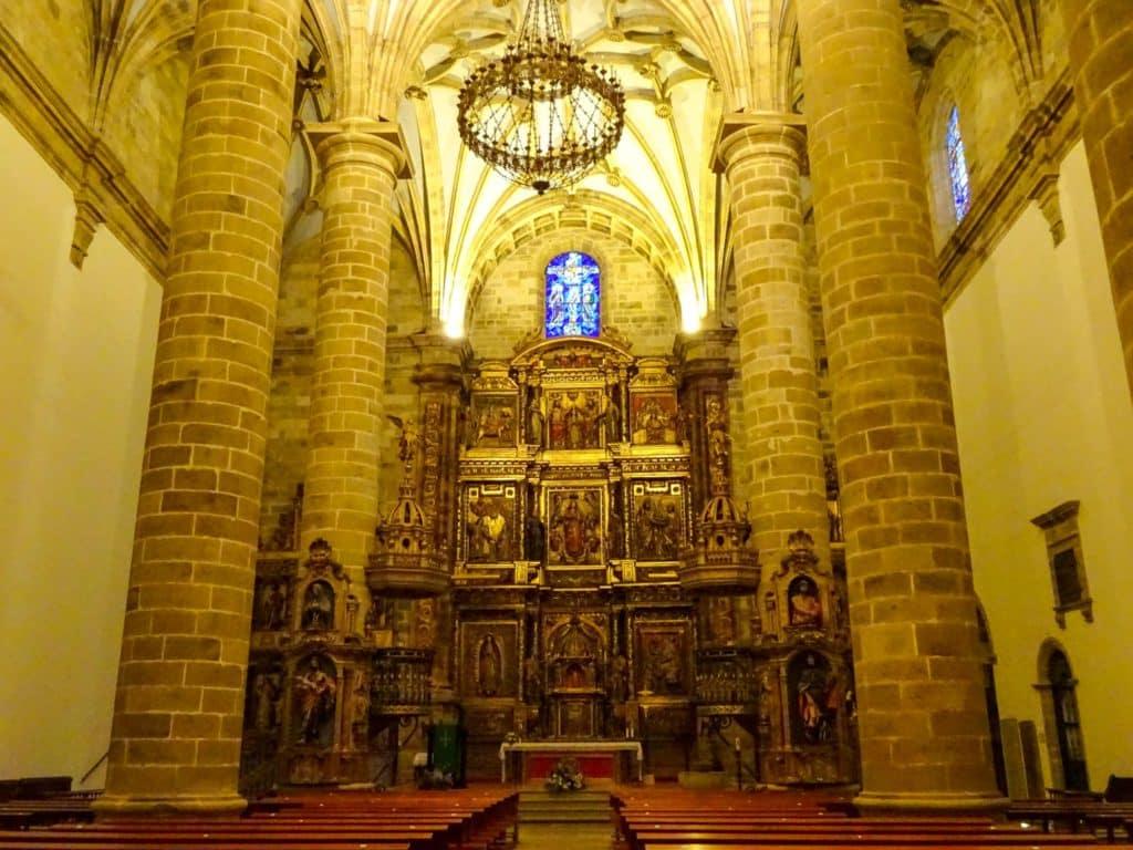 Interior de la iglesia de Santa María de Deba, Debabarrena