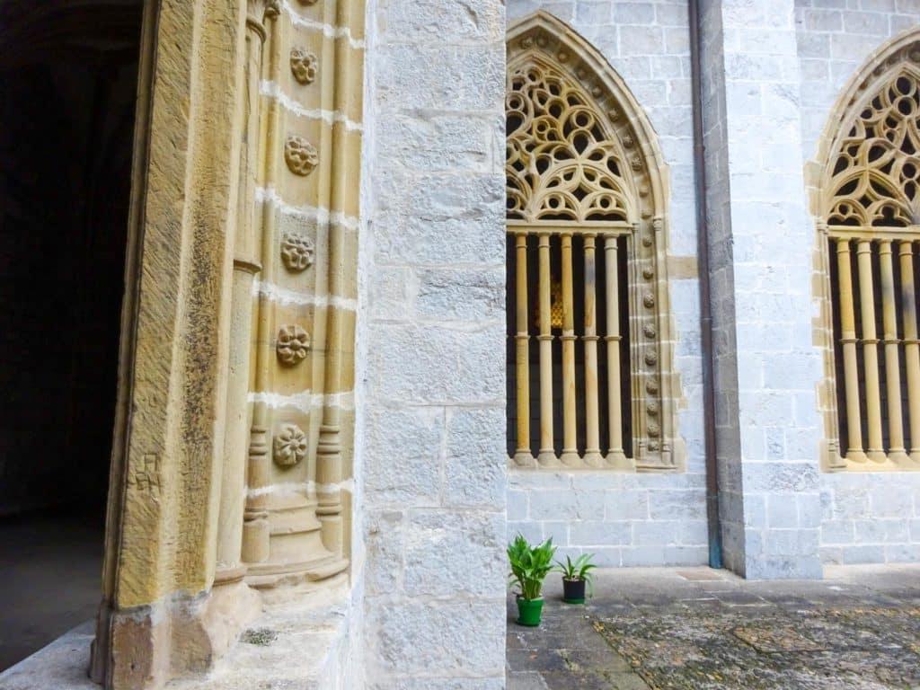 Claustro de la iglesia de Santa María de Deba, Debabarrena