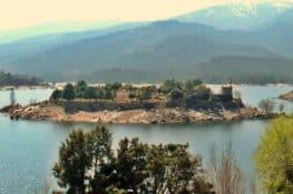Se alquila castillo en una isla desierta