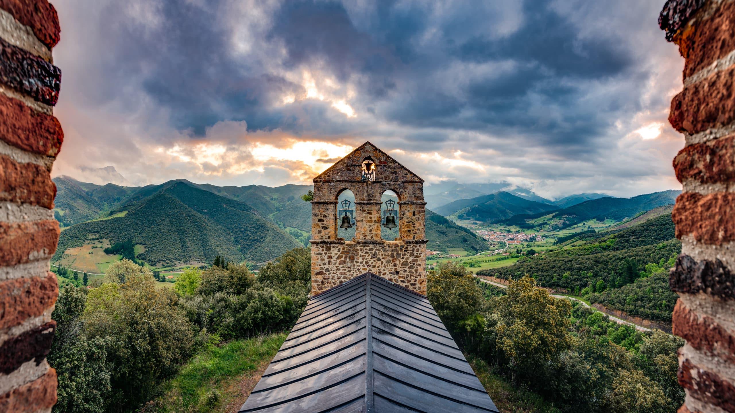 Iglesia San Miguel en Potes, Cantabria