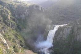 El Pozo de los Humos, un salto de agua brutal