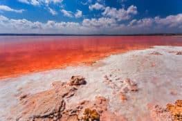 5 lagos de colores que se pueden visitar en España