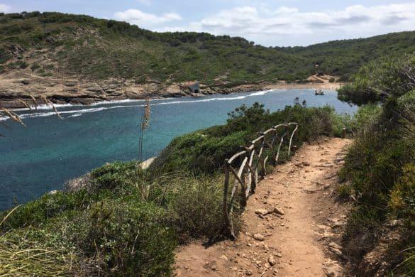No solo hay playas azules: también hay senderos azules y estos son algunos de ellos