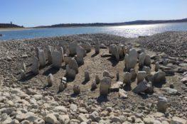 """El dolmen de Guadalperal: el """"Stonehenge"""" español que aparece y desaparece"""