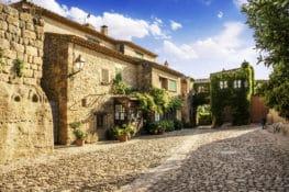 Peratallada, un pueblo medieval que casi parece un decorado