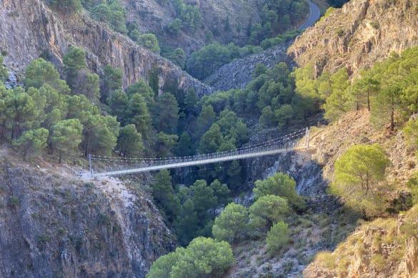 Ruta por El Saltillo, el tercer puente colgante más largo de España